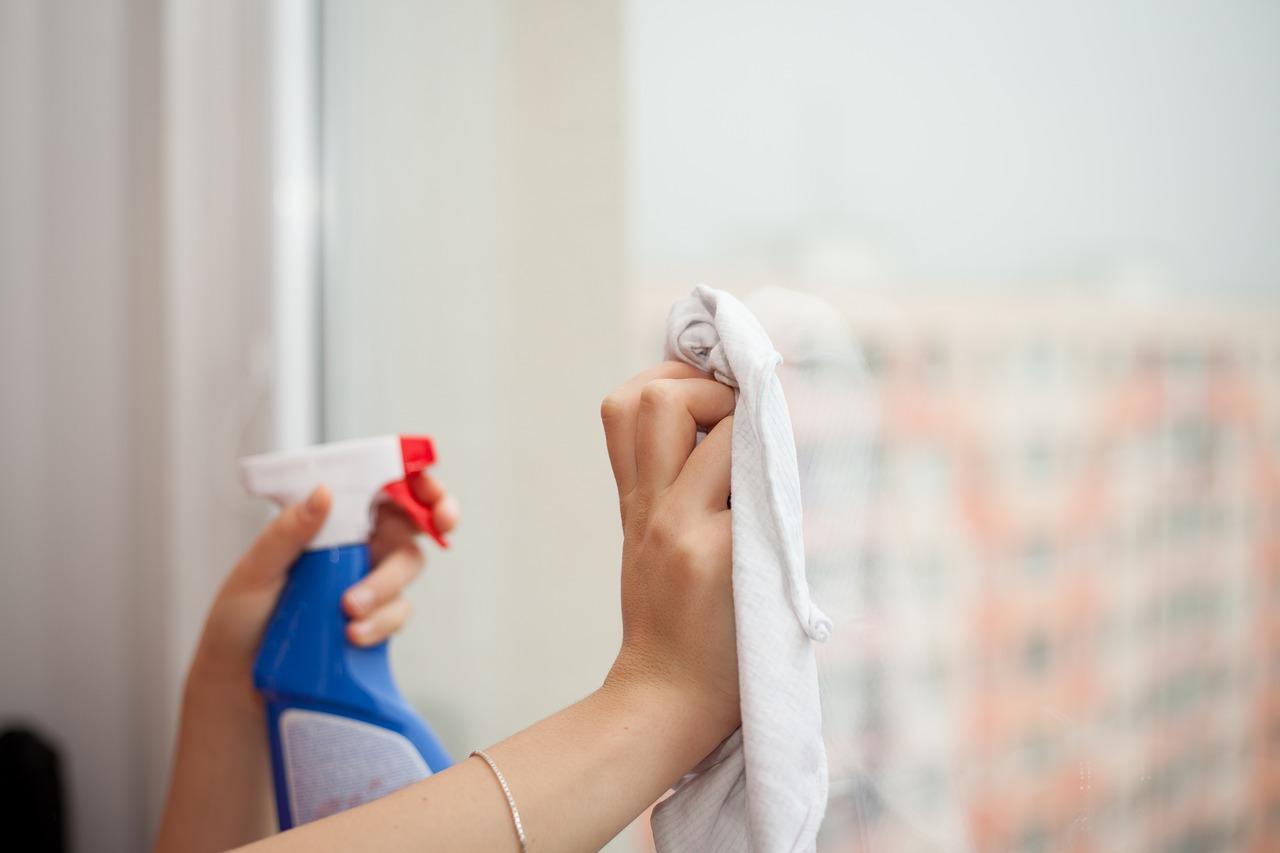 Czyszczenie i pielęgnacja okien PVC